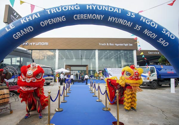 Opening and operating Hyundai Ngoi Sao officially